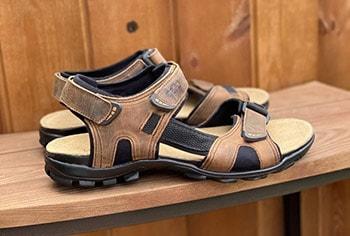 Jak nosit pánské sandály v letě?