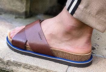 Pantofle nejen na pláž! Podívejte se, v jakých pánských stylizacích na léto budou skvěle vypadat